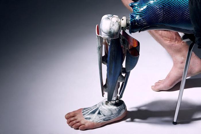 """""""Anatomical Leg"""" / Sophia & Eduardo de Oliveira Barata (creators) / Omkaar Kotedia (photographer)"""